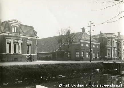 Bocht Oosterdiep Julianalaan. Boerderij werd gesloopt en herbouwd in de Schipperstraat om doorbraak te realiseren