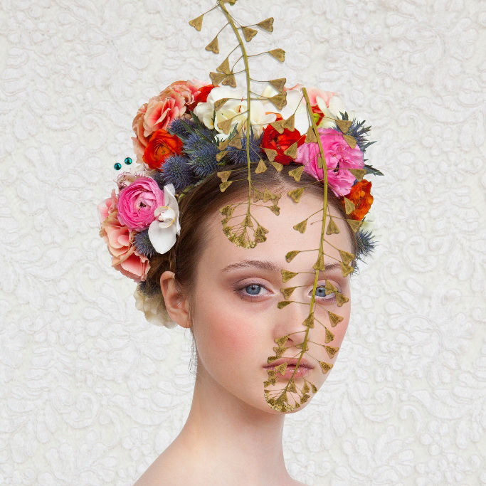 Klein saskia_wagenvoort_girl with dried flowers.jpg